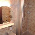 Novum Hotel Leonet:bathroom