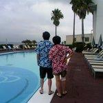 ホテルプール前レンタルアロハの二人