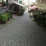 One of the hotel streets/una de las calles a las cual da el hotel