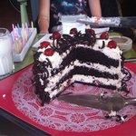 Schwarzwälder Kirschtorte zum Geburtstag von meinem Cousin :) Sehr leckeres essen und sehr nette