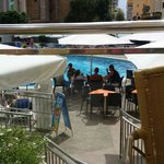la terraza del café titanic Con vistas a la piscina