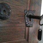 Замок и ключ от номера