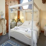 Apple Bough Four Poster Bedroom