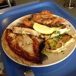 Bistecca di tonno, pesceluna e gamberoni!! :)