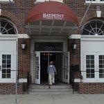 Main entrance to Baymont Inn