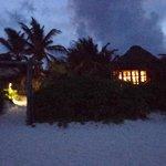 Nuestra cabaña de noche