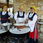 Presentation of traditional Messinian delicacies