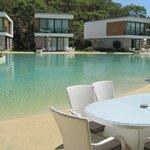 Villa blokları ve havuz