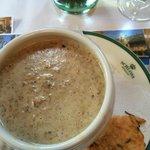 Pfifferlings-Rahm-Suppe mit Parmesan-Chips