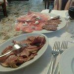 Spalla cotta, culatello con riccioli di burro, salame e lambrusco...
