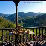 Vistas a picos de Europa desde La Casona de Con