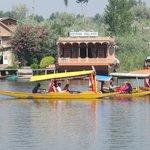 Shikaras e floating hotels