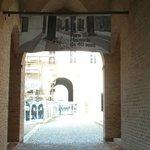 Ingresso piazza dal Palazzo dei Pio
