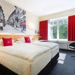 Hotelzimmer Business Doppelbett