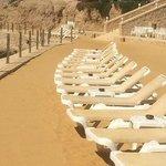 Пустые лежаки -мечта туристов