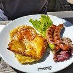 Polenta taragna in crosta di formaggio e würstel
