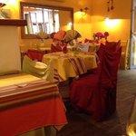 cosy interior restaurant Aubergine near Marché Provencal