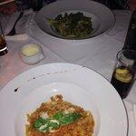Tagliatelle bolognese en pasta pesto