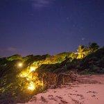 Iluminação noturna do acesso à praia