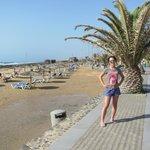 Пляж возле отеля (накануне было волнение - до сих пор лужи)
