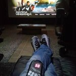Cinema com cadeira massageadora.