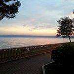 Vista lago fronte albergo