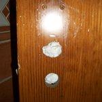 porte de toilette sans serrure