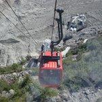 télécabine pour accéder aux escaliers de la grotte de glace