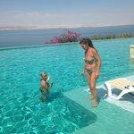 la stupenda piscina del resort