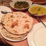 Naan & veg currys.