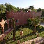 Vue côté jardin sur le studio Tichka - Kasbah Mansour