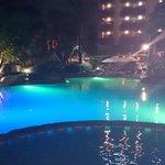 piscina de noche ��