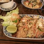 Pad Thai and Prawn curry with rice