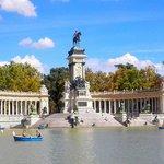 Estanque y monumento a Alfonso XII