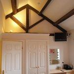 Open ceilings in kingsize bedrooms