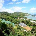 Sicht auf Villas u. Port Glaud