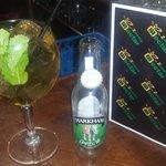 Una copa de Ginger Ale con ron Santa Teresa...que bueno esta eso...otro dia me pedi un zumo y me