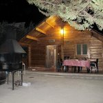 la cabaña de noche