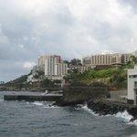 вид на отель со стороны океана