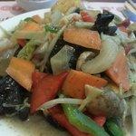 Le wok : nombreux ingredients pour le composer soit même.  Le cuisto est tres sympa !