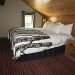 Wolf condo,Cozy room with king bed
