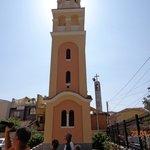 Колокольня рядом с церковью