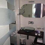 Modern bathroom - incl shower & bath