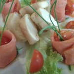 Involtini di salmone affumicato Red King e caprino con erba cipollina