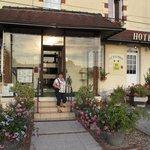 entree van het hotel Le Dauphin
