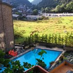 Vista de la piscina y alrededores desde la habitación