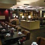 geräumiger Speisesaal mit Kaffeehaus Atmosphäre