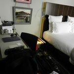 Chambre avec peu d'espace pour les valises