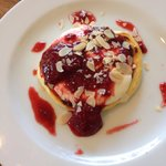 Ricotta hot cakes with strawberry compote and ricotta cream