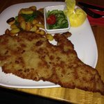 The schnitzel is way to large for the plate - just great.